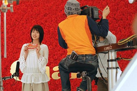 桜庭ななみが出演する『母の日ガーナ』キャンペーン(ロッテ)新CMメイキングカット