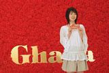 3000本ものカーネーションで作られたセットで撮影に臨む桜庭ななみ/『母の日ガーナ』キャンペーン(ロッテ)新CM