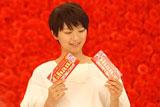 新CM撮影に臨む榮倉奈々/『母の日ガーナ』キャンペーン(ロッテ)新CM