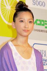 『エンジョイバイクアワード2010』で「バイク モダニスト賞」を受賞した杏