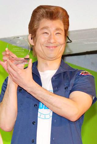 『エンジョイバイクアワード2010』のバイク アクティビスト賞を受賞したディラン・マッケイことなだぎ武 (C)ORICON DD inc.