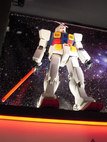 アキバに登場した『GUNDAM Cafe』店内には、いたるところにガンダムの姿が… (C)ORICON DD inc. (C)ORICON DD inc.