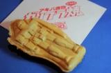 の看板メニュー『ガンプラ焼き』(税込190円〜)は北海道小倉あんとベーコンマヨネーズの2種類を用意