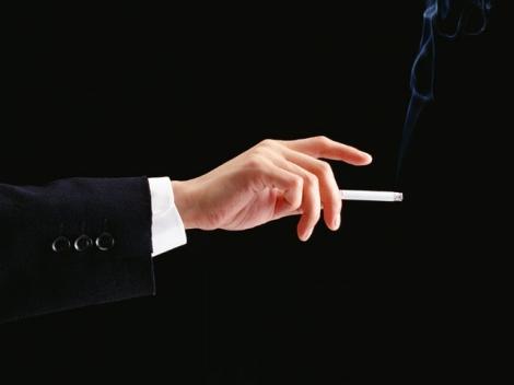 社団法人日本たばこ協会発表の「2009年度紙巻きたばこ累計販売実績」は前年度比4.9%減の2339億本に