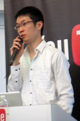 23日行われた「YouTube」5周年会見に登場した人気動画「オオカミとブタ。」作者の竹内泰人氏 (C)ORICON DD inc.