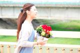 花屋で働く泉美を演じる北川景子(C)2010「瞬」製作委員会