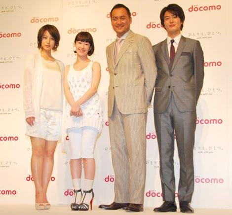 NTT『ドコモ』新CM発表会に出席した(左から)堀北真希、木村カエラ、渡辺謙、岡田将生 (C)ORICON DD inc.