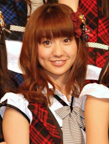 『オリコン芸能人事典』発表会見にゲスト登壇した、AKB48の大島優子 (C)ORICON DD inc.