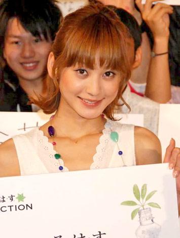エコ喚起イベント『い・ろ・は・す環境シンポジウム2010』に出席した西山茉希 (C)ORICON DD inc.