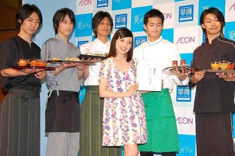 ベッキー(右から3番目)が出席した『イオンのお中元2010 夏ギフト』PRイベントの模様 (C)ORICON DD inc.