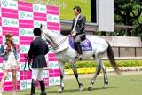 JRAの競馬デートシミュレーションサイト『わたしをウマくリードして』のPRイベントで乗馬経験をいかして颯爽と馬に乗って登場した石田純一