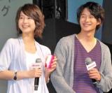 堀北真希(左)と岡田将生が出席したNTTドコモの2010年夏新商品・新サービス発表会の模様 (C)ORICON DD inc.