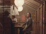 飲み屋で妻夫木聡を待つリリー・フランキー/『サッポロ生ビール黒ラベル』新CM