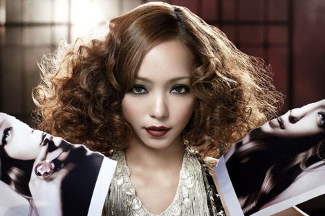 CDジャケットのクールな安室奈美恵