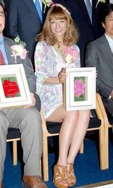 『第3回南九州魅力発掘大賞』の表彰式に出席したスザンヌ