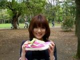 """1日1人、読者モデルの女の子が""""靴飛ばし""""を行う様子を動画で公開"""