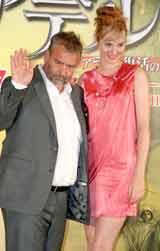 映画『アデル ファラオと復活の秘薬』の記者会見に出席したリュック・ベッソン監督(左)、ルイーズ・ブルゴワン