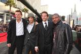 """米ロサンゼルスで開催された映画『特攻野郎Aチーム THE MOVIE』ワールド・プレミアに集ったメインキャストたち (左から)リーアム・ニーソン、シャルト・コプリー、ブラッドリー・クーパー、クイントン・""""ランペイジ""""・ジャクソン"""