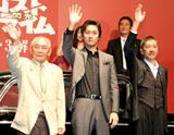 映画『ロストクライム —閃光—』の舞台あいさつに登壇した渡辺大(前列中央)と奥田瑛二(前列右)