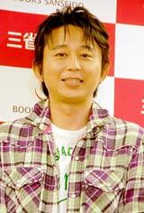 著書『お前なんかもう死んでいる』の刊行記念記者会見に出席した有吉弘行