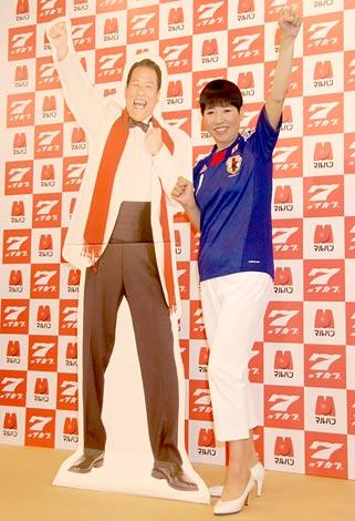 パチンコホール経営『マルハン』の新CMキャラクターに起用された和田アキ子、アントニオ猪木はパネルで登場 (C)ORICON DD inc.
