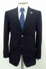 【2008年】岡田ジャパン体制のこの年は5年ぶりのブレザータイプ。襟元にはラベルピンが付く(※販売終了)