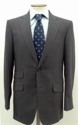 【2009年】グレー地にライトブルーのピンストライプ生地で作られたこの年のスーツ(※販売終了)