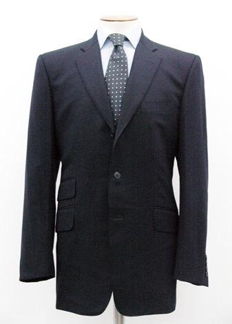 【2000年】ダンヒルが初めて手掛けたサッカー日本代表の公式スーツ。英国の伝統的なラインとトラディショナルなネクタイがポイント(※販売終了)