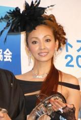 『第11回ベストスイマー2010』を受賞した神田うの (C)ORICON DD inc.