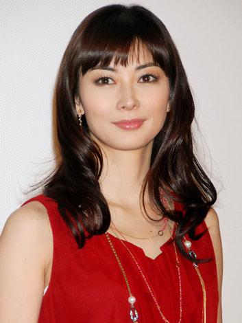 伊東美咲が第1子となる女児を出産