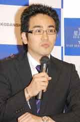 新会社・星海社の発足発表会見に出席した太田克史副社長