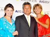 AIGエジソン生命保険の『家族力研究所』発足記者会見に出席した梅宮ファミリー(左からクラウディアさん、辰夫、アンナ)