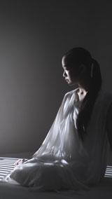 蒼井優が登場する動画では光の陰影が幻想的