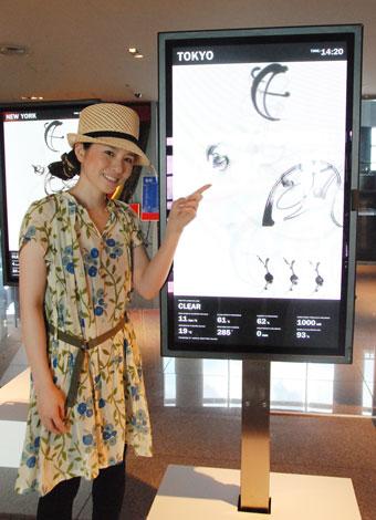 気象データと書道をコラボさせた中塚翠涛氏(C)ORICON DD inc.