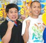 『LIVE STAND 2010』が開幕! 報道陣のインタビューに応じたタカアンドトシの(左から)タカとトシ (C)ORICON DD inc.