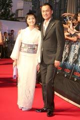 映画『インセプション』のジャパンプレミアに出席した渡辺謙と妻・南果歩