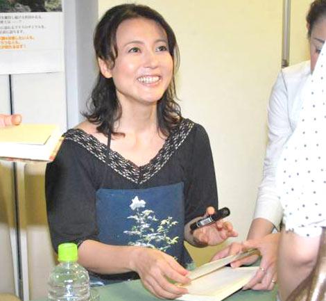 著書『杉田かおるのオーガニックライフ』の発売記念サイン会を行った杉田かおる (C)ORICON DD inc.