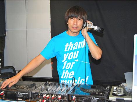 """HMV渋谷店で史上初となる""""1日店内DJ""""を務めたROCKETMANことふかわりょう (C)ORICON DD inc."""