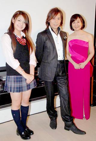 新曲お披露目イベントに出席した(左から)カレン、つんく♂、三沢あけみ (C)ORICON DD inc.