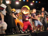 『SUMMER SONIC 2010』会場で行われたエアギター日本代表選考会、参加者全員でエアギターテクニックを披露