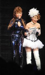 イベント『COSU MODE POWER 2010』に参加した(左から)はるな愛、鈴木紗理奈 (C)ORICON DD inc.
