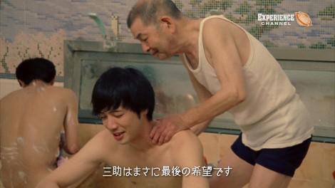 """""""最後の三助""""の仕事ぶりを記録したドキュメント動画『三助〜20万人の体を洗った男』のワンシーン"""