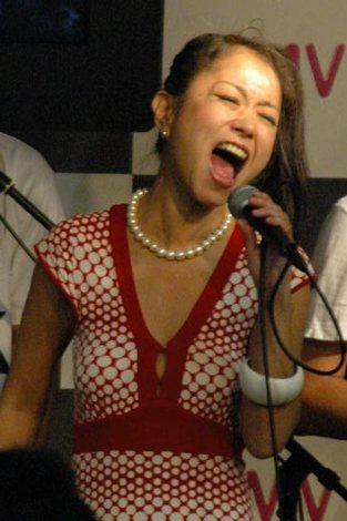 """""""渋谷系の歌姫""""ともいわれた元・Love Tambourinesのeliも登場し、名曲「Cherish Our Love」を熱唱 (C)ORICON DD inc."""