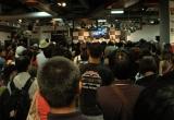 ライブが行われた2階は一時入場制限がかかるほど多数の音楽ファンで埋め尽くされた (C)ORICON DD inc.