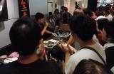 DJ KAWASAKIによるDJで盛り上がる1階フロア (C)ORICON DD inc.