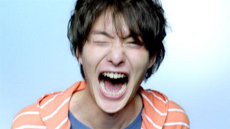 はじけた岡田将生の表情が印象的な『PIXUS』新CM
