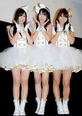 シングル「ずっと 前から」発売記念イベントを行ったフレンチ・キス(左から倉持明日香、柏木由紀、高城亜樹)