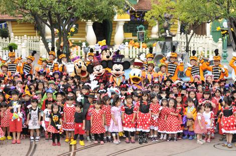 """9日スタートした東京ディズニーリゾートの『ディズニー・ハロウィーン』、""""仮装パーティー""""の様子 (C)Disney"""