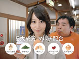 堀北真希がテレビキャスターとなり塚地武雅を突撃取材する『メタバリアNEO』(富士フイルム)新CM