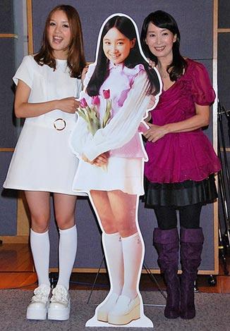 ローラ・チャン(左)デビュー曲「ひなげしの花」公開レコーディングに参加したアグネス・チャン (C)ORICON DD inc.